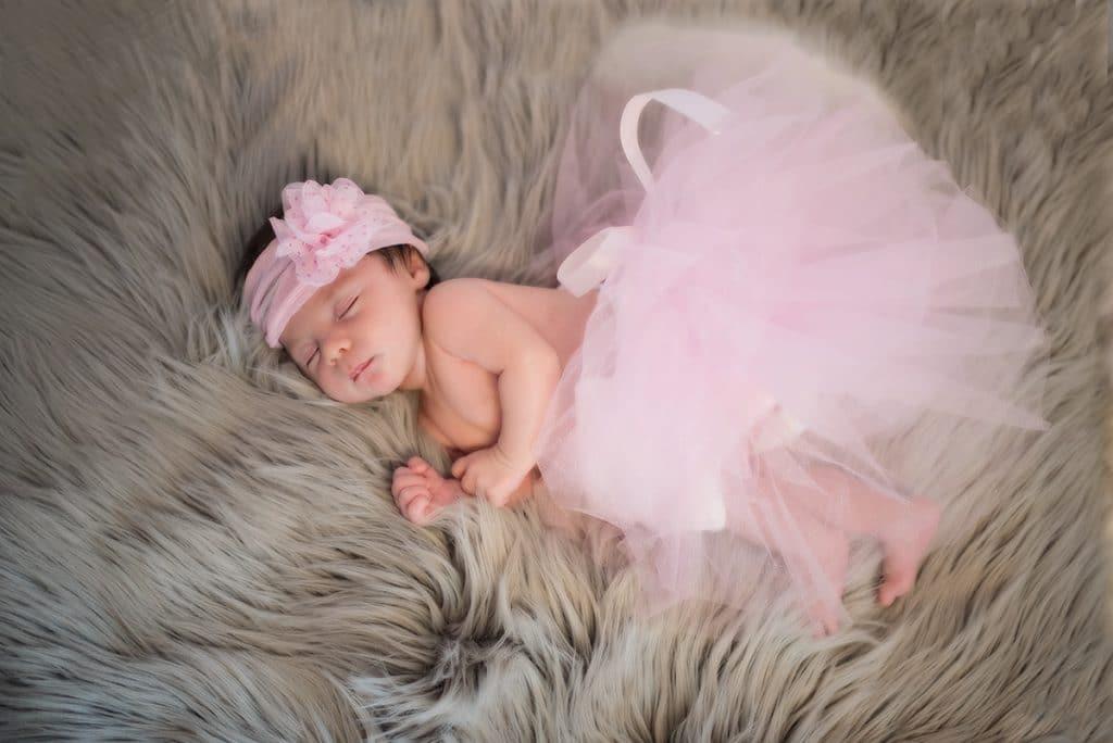 très jolie séance photo bébé fille en tuturéalisée par photographe spécialisée dans le baby posing - photographe toulouse - cally'ati Photo