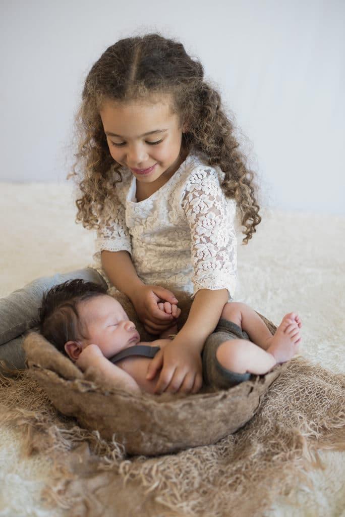photographe nouveau-né à Bouloc - Fronton dans la Haute Garonne 31 - Callyatiphoto