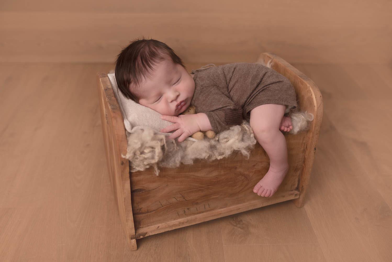 photo artistique bébé lit