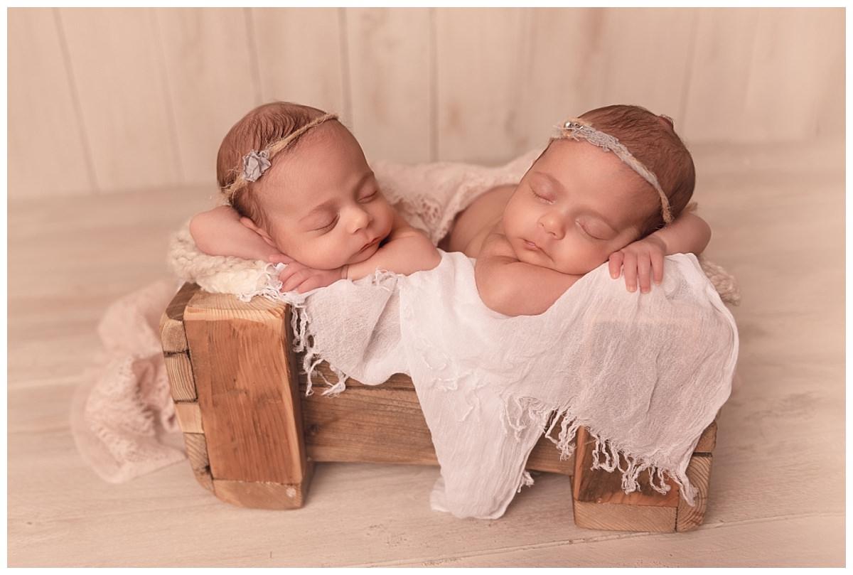 photographe nouveau-né jumeaux