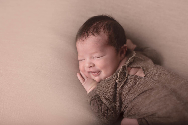 photo bébé garçon sourire