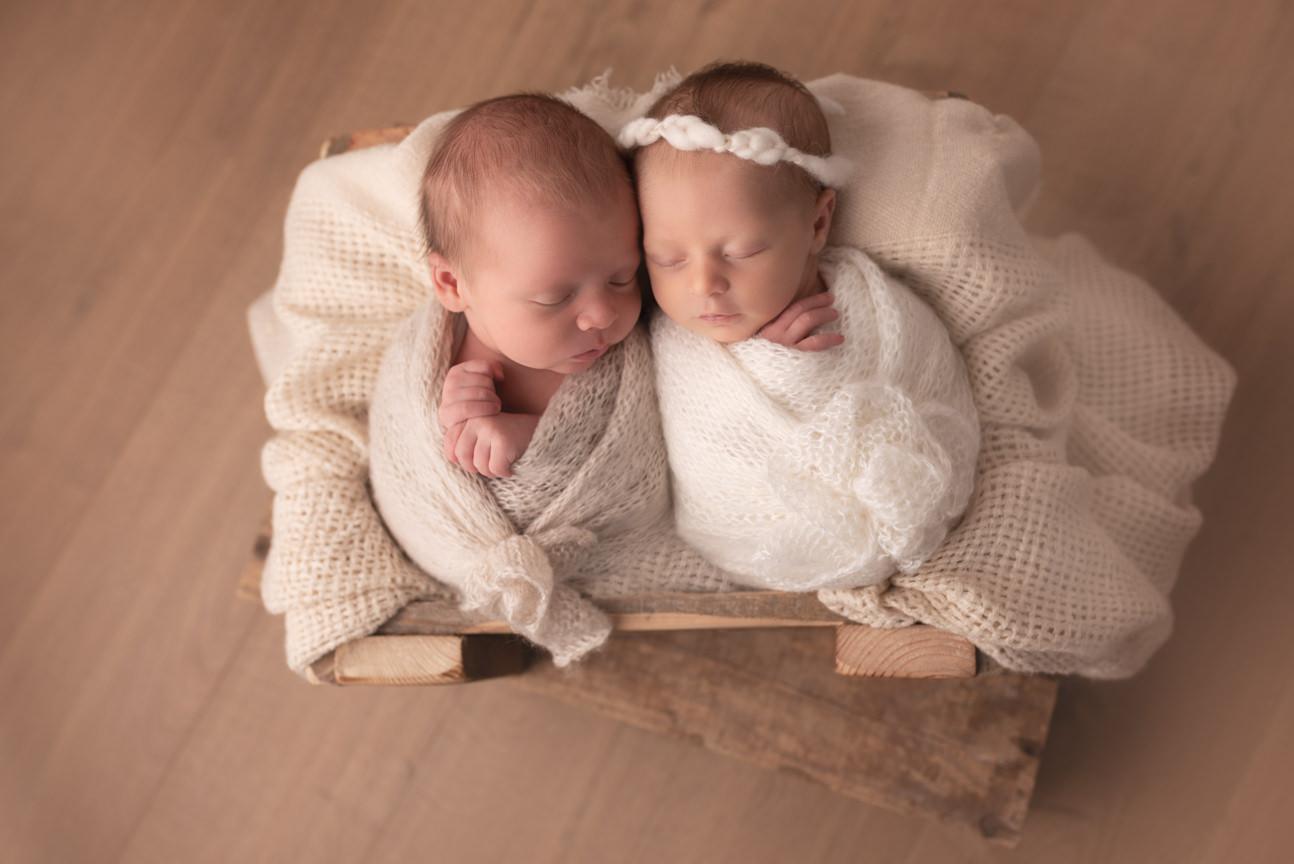 photo jumeaux emmaillotés